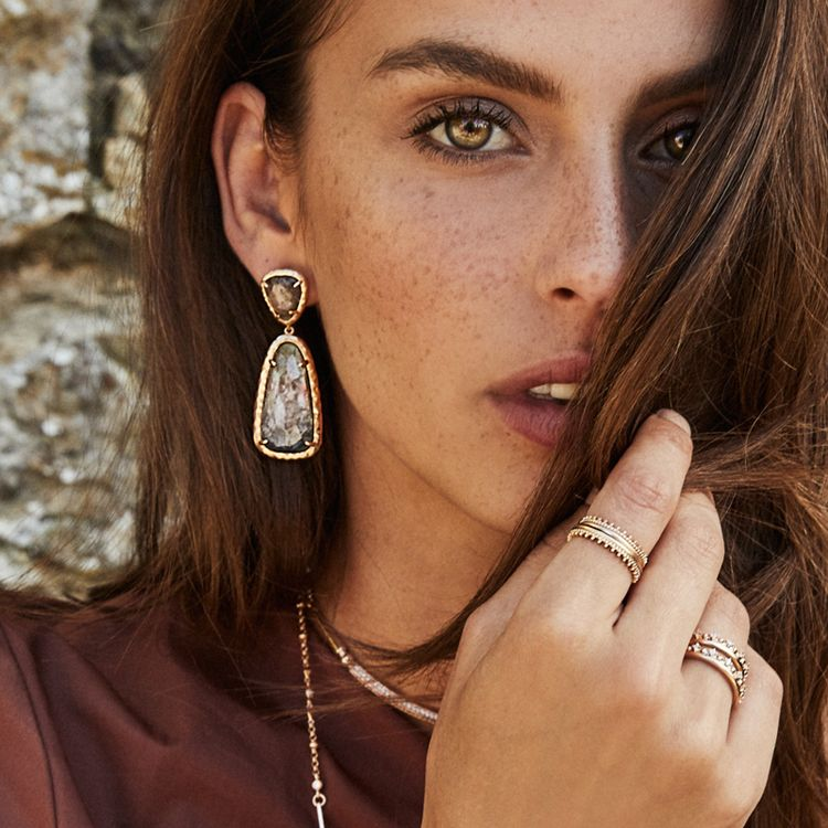 Kendra Scott Daria Earrings, shot on location in Florence, Italy. Plan your trip to Tuscany with Luna Moons.